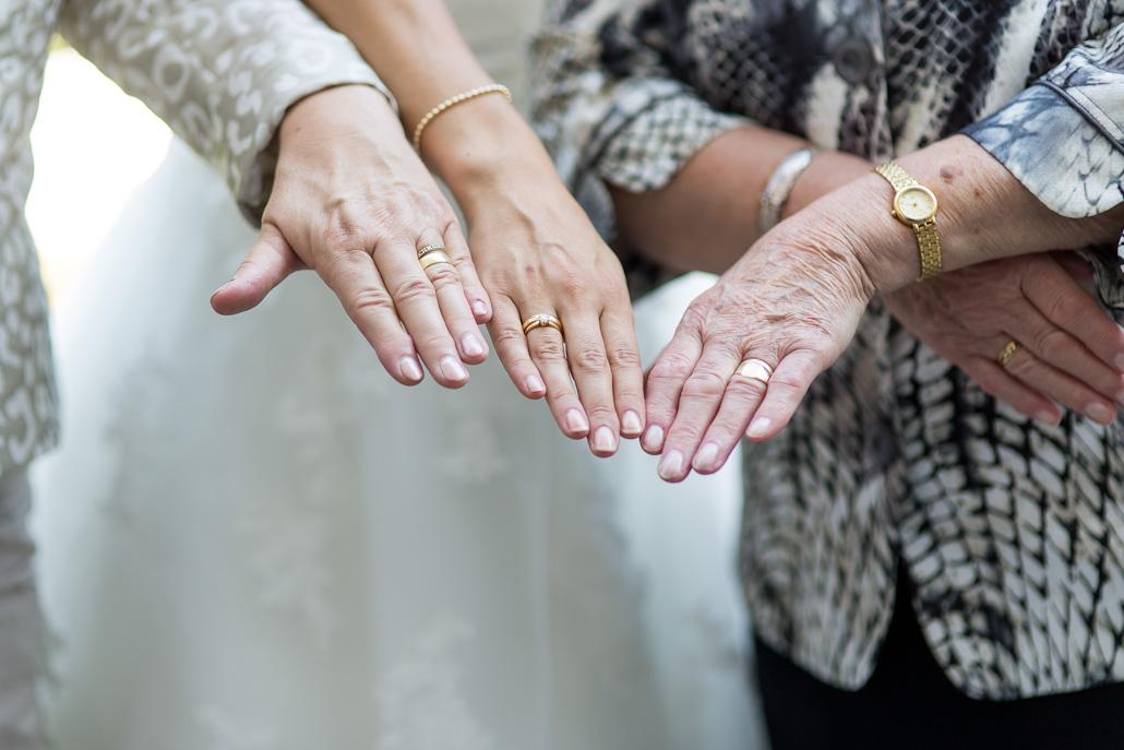 Drie generaties trouwringen