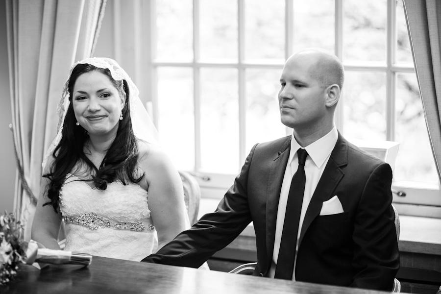Bruid en bruidegom tijdens de ceremonie