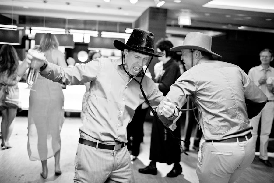 Dansende mensen op bruiloft feest